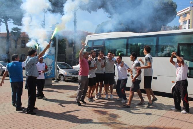 'ŞAMPİYON' NAZİLLİ'YE DÖNDÜ 16