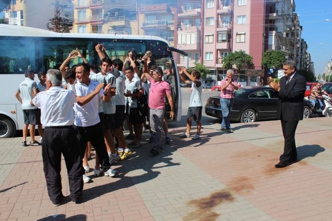 'ŞAMPİYON' NAZİLLİ'YE DÖNDÜ 17