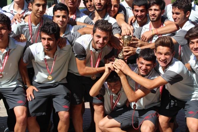 'ŞAMPİYON' NAZİLLİ'YE DÖNDÜ 18