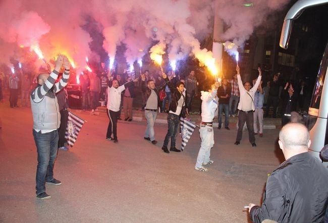 NAZ-NAZ 'ŞAMPİYON' GİBİ KARŞILANDI 5