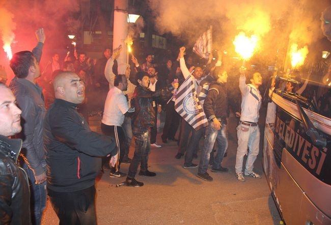 NAZ-NAZ 'ŞAMPİYON' GİBİ KARŞILANDI 9