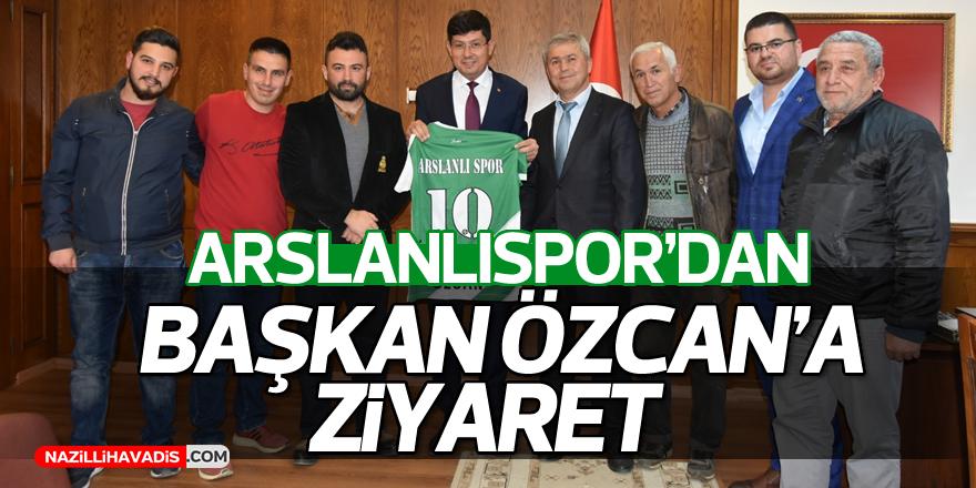 Başkan Özcan'a yeşil beyaz forma !