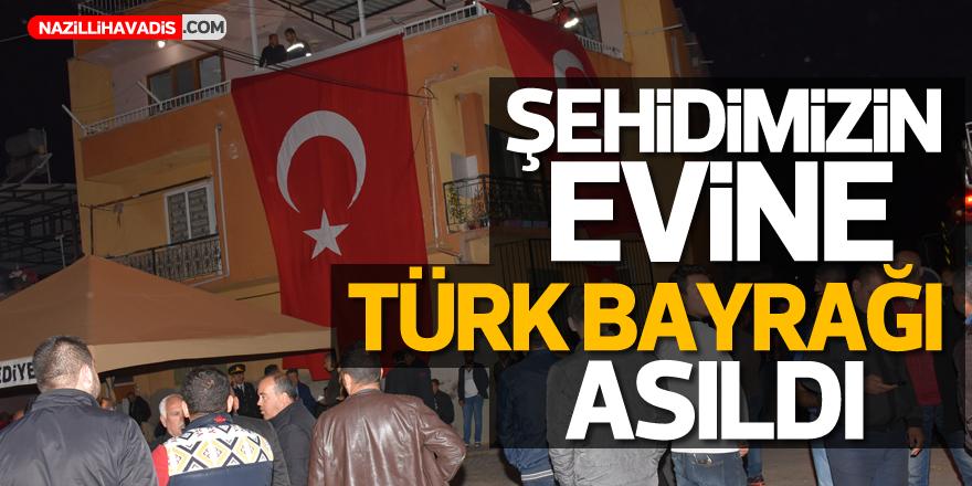 Şehidimizin evine Türk Bayrağı asıldı!