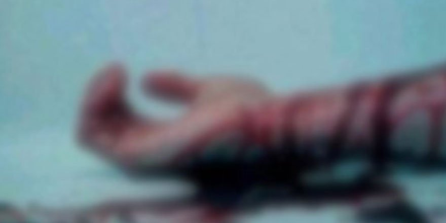 Bileklerini kesti, kan kaybından öldü!