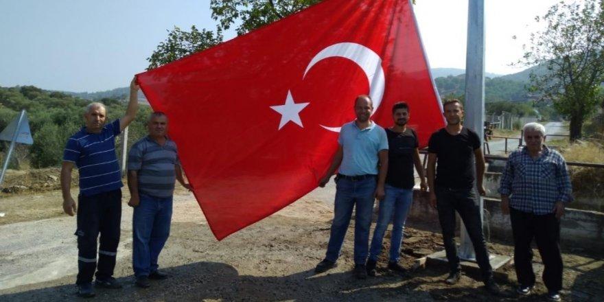 Belediyeden köylere bayrak hizmeti