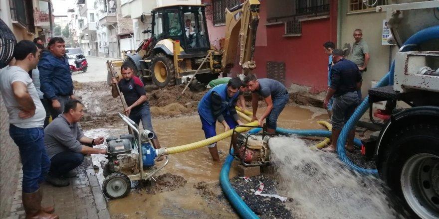 Yol çalışmasında su borusu patladı... NAZİLLİ SUSUZ KALDI