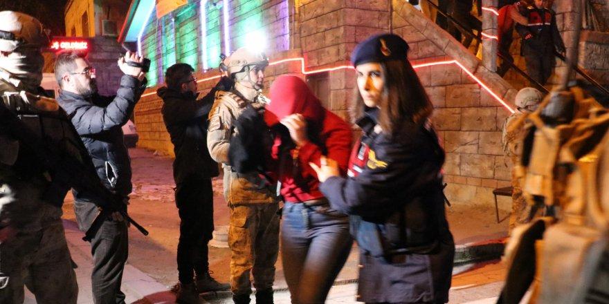 Fuhuş operasyonu: 71 gözaltı