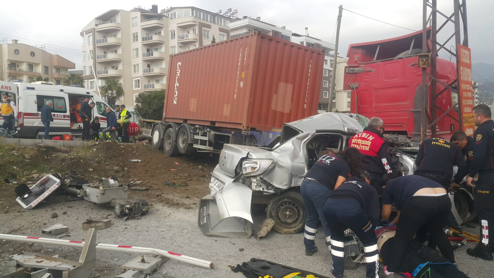 Aydın'da tırla otomobil çarpıştı: 1 ölü, 4 yaralı