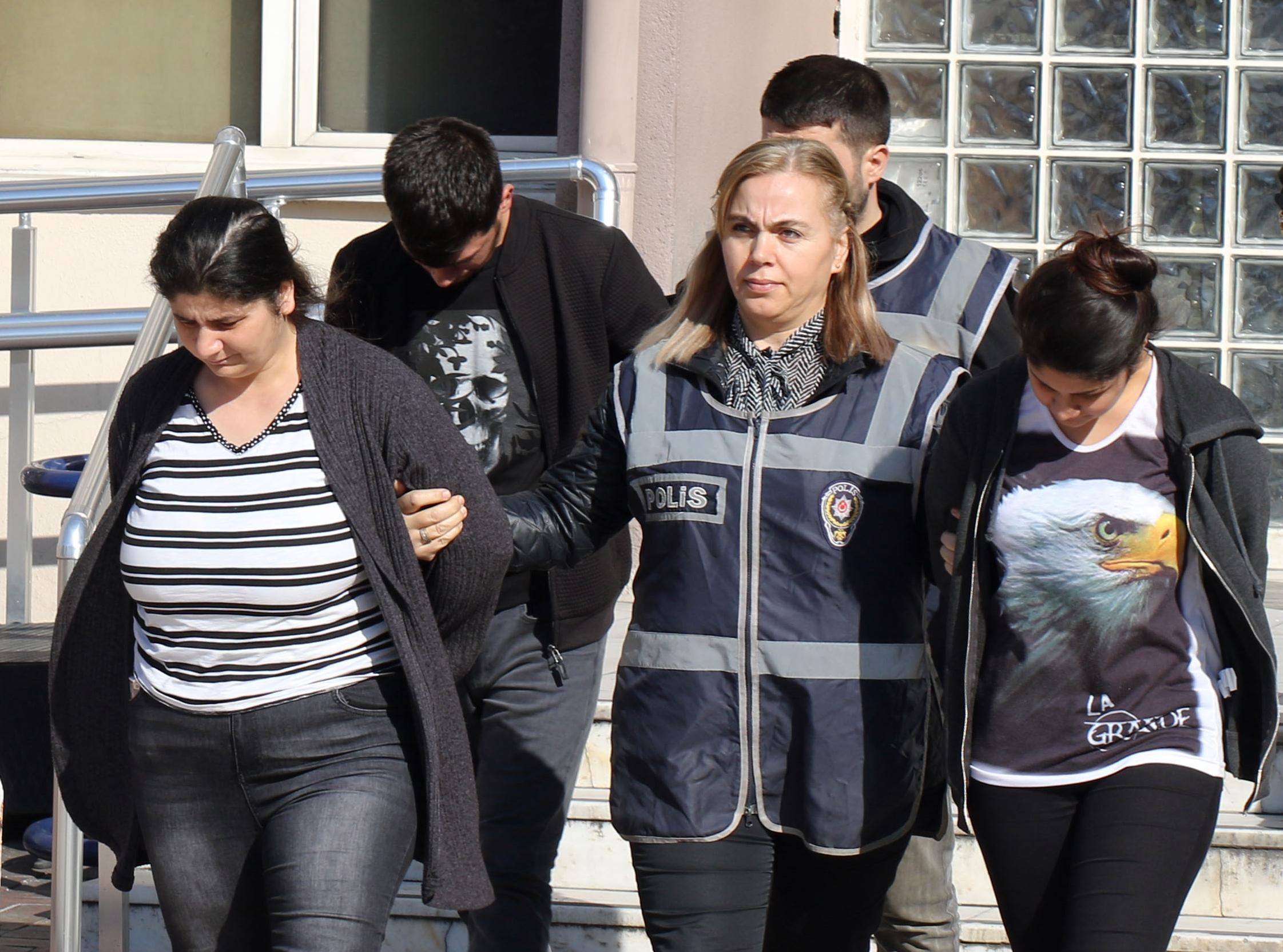 Aydın'da pazarcı kılığına giren polisler, üç yankesiciyi yakaladı