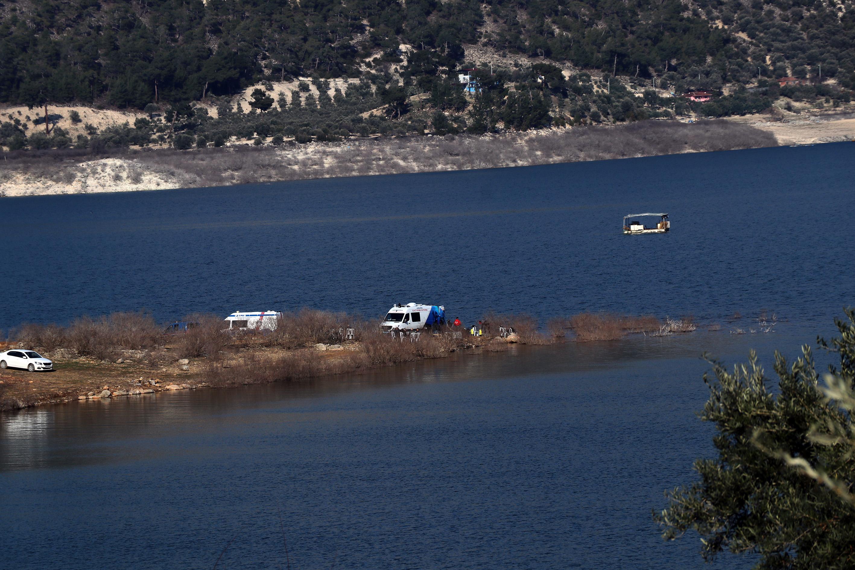 Kemer Barajı Gölü'nde kaybolan kişiyi arama çalışmaları sürüyor