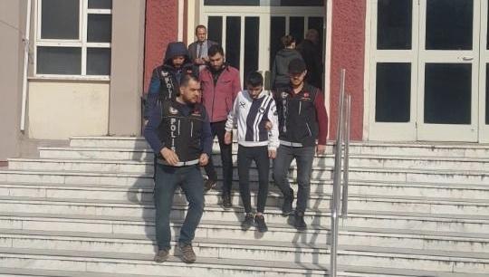 Aydın'da iç çamaşırına gizledikleri uyuşturucuyla yakalandılar
