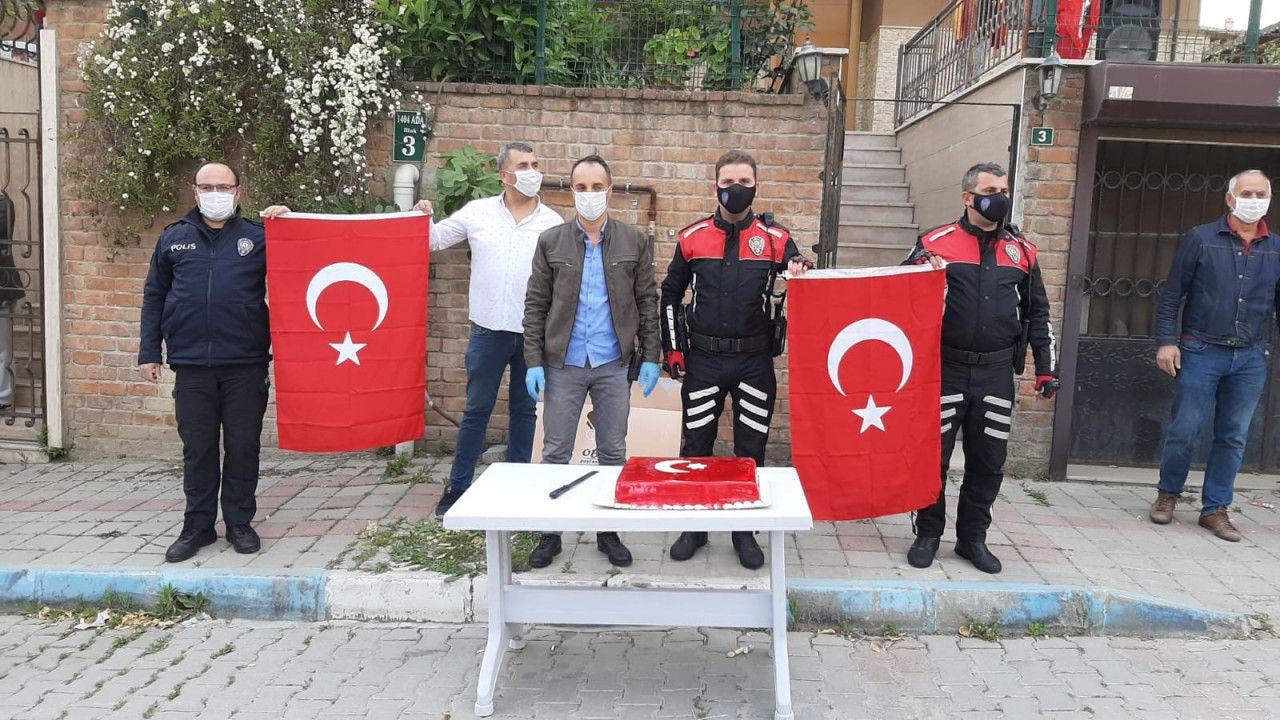Aydın'da kavga ihbarına giden polise, pasta sürprizi