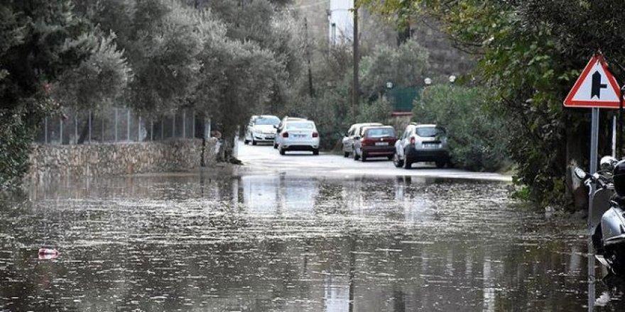 Dikkat... Bugün de devam ediyor: 9 il için sel uyarısı