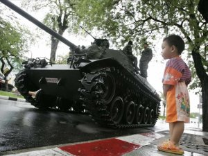 Tayland'da Askeri Darbe İlan Edildi