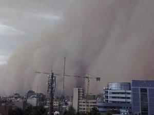 İran Kum Fırtınasına Teslim: 5 Ölü