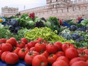Yaz Sıcaklarında Beslenme ve Sıvı Alımına Özen Gösterin