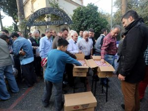 Aydın Büyükşehir Belediyesi Vatandaşa Bayram Lokumu Dağıttı