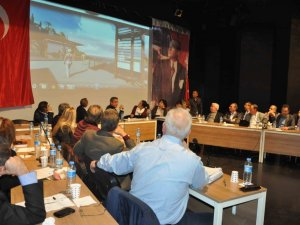 Kuşadası'nda Yılın Son Meclis Toplantısı Yapıldı