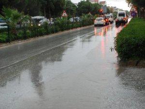 Didim'de Şiddetli Yağış Hayatı Olumsuz Etkiledi