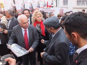 Doğu Perinçek, Aydın'da gazete sattı