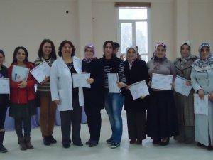 Bilinçli annelere sertifikaları verildi