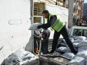 Kuşadası Belediyesi'nden 200 aileye yakacak yardımı