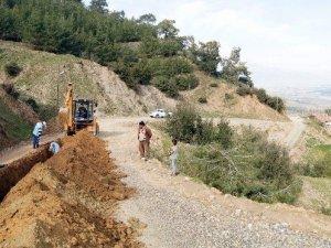 AKSİ, Karacasu'da heyelanın yaralarını sardı