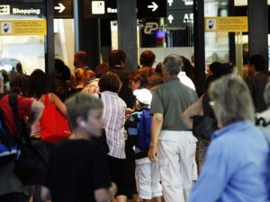 İsviçre istihbaratı 800 bin yolcuyu kontrol etti