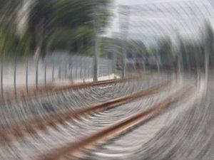 Hindistan'da tren raydan çıktı: 15 ölü 150 yaralı