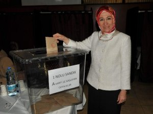STK'lar AK Parti milletvekilleri için sandık başına gitti
