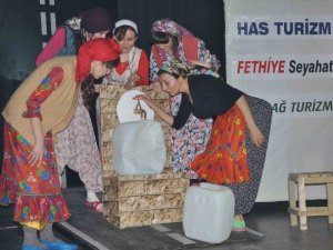 Kuşadası'nda Dünya Tiyatrolar günü kutlamaları