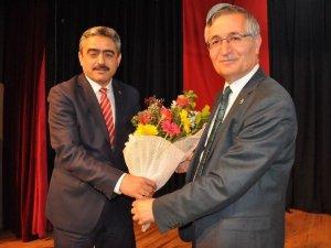 """Yeniçeri """"Ortadoğu'daki Son Gelişmeler Ve Türkiye"""" Konulu Konferans Verdi"""