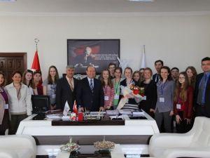 Polonyalı Öğrencilerden Başkan Özakcan'a Ziyaret