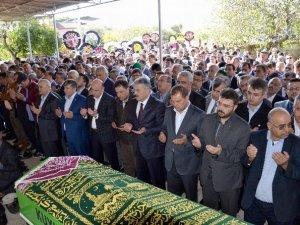 AK Partili Öz'ün Annesi Toprağa Verildi