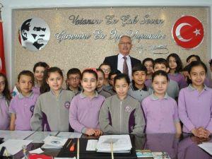 Öğrencilerden Başkan Kale'ye Ziyaret