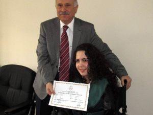 Ayaklarıyla Resim Yapan Rabia, İlk Diplomasını Aldı