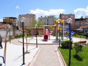 İncirliova'da Parklar Hızla Yapılıyor
