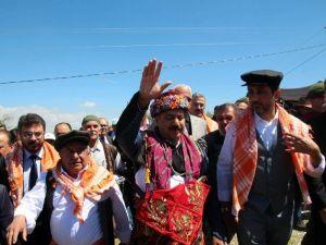 Efe Kıyafetleri Yaylaya Çıkan Bakan Eroğlu Yörüklerden Yoğun İlgi Gördü