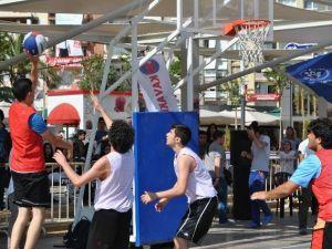 Gençlerden Aydın'da Sokak Basketbolu Şöleni