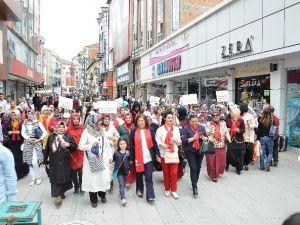 AK Partili Kadınlardan Anneler Günü Yürüyüşü