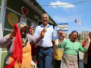 Başkan Tarhan, Kadın Üretici Pazarı'nda Annelerle Halay Çekti