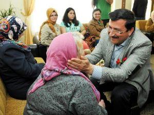 Huzurevinde Anneler Günü Kutlandı