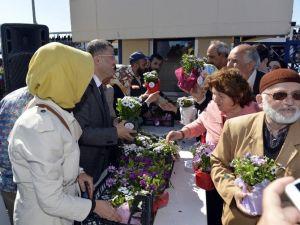Üsküdar Belediyesi'nden Annelere Binlerce Çiçek