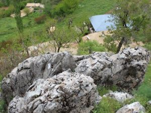 Tonlarca Ağırlıktaki Kayaların Altında Ölümle Burun Buruna Yaşıyorlar
