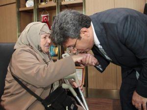 Yaşlı Vatandaşlardan Başkan Karadeniz'e Teşekkür