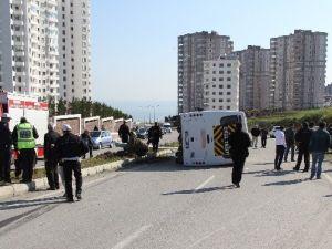 Öğrenci Servisi Otomobil İle Çarpıştı: 5 Yaralı