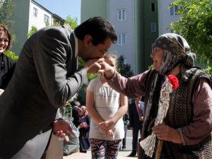 Zırhlıoğlu Annelerin Elini Öpüp Duasını Aldı