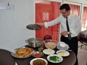 AK Parti Adayı Uslu, Finikeli Aşçı Kadınlarla Yemekte Buluştu