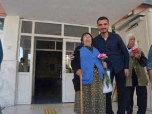 AK Partili Gençler, Huzurevini Ziyaret Etti