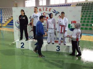 Rize'de Karate Grup Müsabakaları Sona Erdi